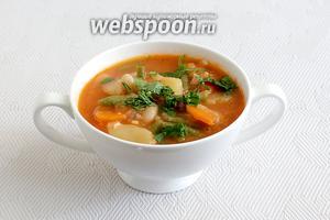 Подавать суп Манджа посыпав свежей зеленью.
