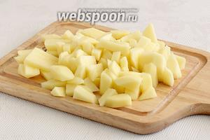 Картофель очистить и нарезать.