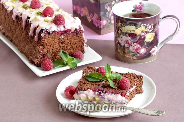 Фото Шоколадная шарлотка с ягодами