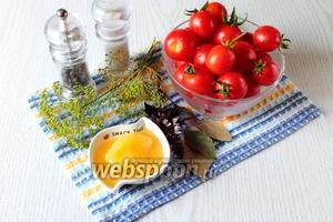 Для приготовления нам понадобятся: помидоры черри, мёд, чеснок, укроп, базилик, соль, сахар, лавровый лист, чёрный перец горошком, яблочный уксус, кипяток.