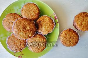 Выпекаем кексы 25 минут, если вы готовите цельный пирог, то выпекаем 40-45 минут. При температуре 190°С. Готовые кексы можно украсить по желанию и подавать.