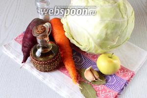 Для приготовления быстрой маринованной капусты нам понадобятся: капуста белокочанная, морковь, свёкла, яблоко, чеснок, яблоко, масло растительное, соль, сахар, уксус 9%, перец чёрный горошком, лавровый лист и вода.