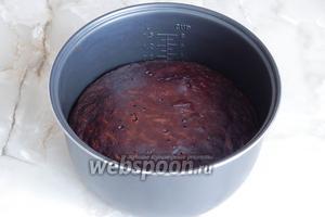 Вот и готовый пирог. Проверка на готовность — сухая лучина. Если печёте в духовке, время — 45 минут при 180°С.