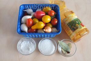 Подготовьте необходимые ингредиенты: разноцветные черри, луковки (200 г), уксус, соль, сахар, специи.