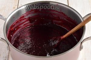 Теперь варить желе из малины в 2 захода по 5 минут, с полным охлаждением после первого раза.