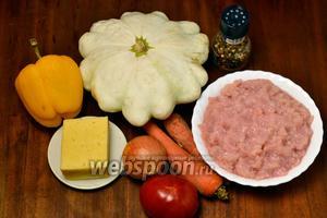 Для приготовления блюда нам понадобится крупный патиссон (у меня около 1 кг), куриный фарш (я его делаю сама из грудки), сыр, небольшие по размеру овощи: лук, морковь, помидор, сладкий перец, а также соль, перец и подсолнечное масло для обжаривания ингредиентов.