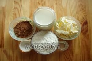 Для приготовления теста для коржей нам понадобятся: мука, масло сливочное, какао, молоко, водка и соль.