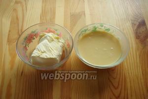 Масло сливочное и сгущённое молоко достаём заранее, они должны быть комнатной температуры.