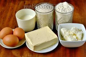 Для приготовления печенья нам будет нужна мука, сливочное масло или маргарин, яйца, сахар, творог, молоко, сода, лимонный сок.