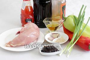 Для приготовления курицы в соусе Хойсин возьмём куриное филе, сладкий перец (у меня один острый, дунганский), соус Хойсин, чеснок, имбирь, рисовый уксус, соевый соус, кунжутное и обычное масло, сладкий соус Чили, зелёный лук.