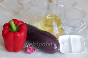 Для приготовления айвара нам понадобятся такие продукты: красный сладкий перец, баклажаны, чеснок (1-2 зубчика — у меня один большой), соль и сахар (по вкусу), масло растительное, винный белый уксус (можно не добавлять, если не планируете долго хранить продукт).