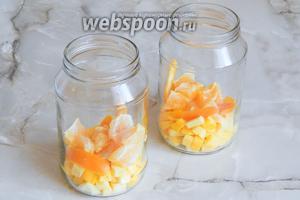 Добавляем цедру (апельсина и лимона), а также апельсиновые кусочки.