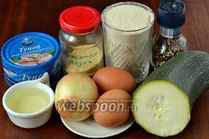Для приготовления крокетов нам понадобятся следующие ингредиенты: консервированный в собственном соку тунец, цукини, панировочные сухари, луковица, яйца, петрушка, подсолнечное масло для жарки, соль, перец, лимонная цедра (у меня сухая в порошке).