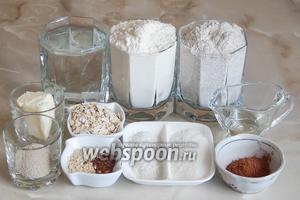 Для приготовления пшенично-ржаных булочек нам понадобятся такие продукты: 2 вида муки (пшеничная и ржаная), овсяные хлопья, какао-порошок, соль, сахар, масло сливочное и подсолнечное, дрожжи сухие (можно заменить свежими — 15 граммов), вода тёплая кипячёная, кунжут белый, семена льна.