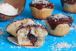 Кокосовые маффины с шоколадной начинкой