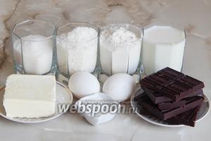 Для приготовления кокосовых маффинов с шоколадной начинкой нам понадобятся такие продукты, как: молоко, яйца, мука пшеничная, масло сливочное, разрыхлитель теста, кокосовая стружка, сахар, шоколад (любители могут взять молочный — это не принципиально).