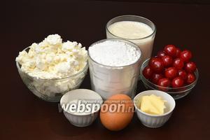 Для приготовления блюда нам понадобится творог, сметана, мука, сахар, ванильный сахар, свежая вишня, яйца, сливочное масло.