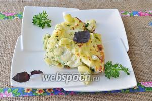 Сбрызнуть фриттату оливковым маслом украсить базиликом и зеленью и подавать горячей.