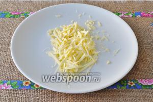 Сыр натереть на тёрке.