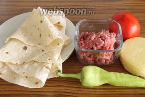 Для приготовления блюда нужно взять фарш, тонкий армянский лаваш, помидор, перец сладкий, сыр и специи.