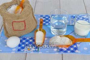 Для приготовления серого хлеба потребуется мука хлебопекарная, мука ржаная, сахар, соль, масло растительное, дрожжи сухие (которые кладут сразу в муку), масло растительное вода, молоко.
