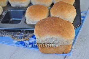 Готовый хлеб вынуть из формы и дать остыть. Хлеб поднимется почти в 2 раза.