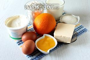 Для приготовления вафель нам понадобятся: сахар, яйца куриные, молоко, мука пшеничная, разрыхлитель, масло сливочное, апельсин, мёд и сметана.