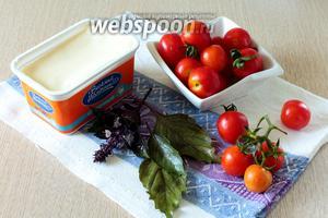 Для приготовления нам понадобятся помидоры, сыр плавленый или творожный, базилик свежий, чеснок и перец чёрный молотый.