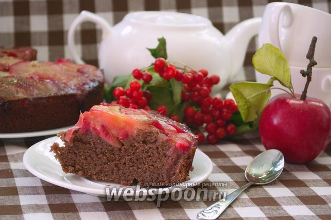 Фото Шоколадный манник-перевёртыш с яблоком