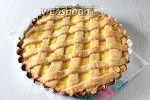 Выпекайте пирог при 180°С в течении 35-40 минут в предварительно разогретой духовке.
