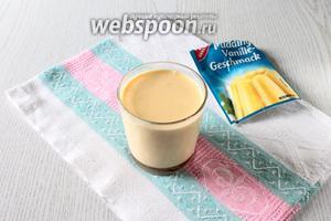 В стакане холодного молока размешайте пудинг.