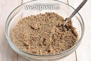 Для грибного паштета отварить грибы на протяжении 15 минут. Воду слить, а грибы смолоть на мясорубке.