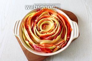 Заливаем овощи заливкой.