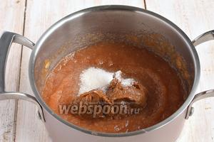 В конце добавить ванильный сахар и варёное сгущённое молоко.