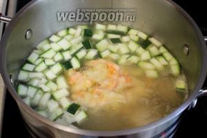 Добавить в суп мучную заправку. Довести до кипения, минут 5 поварить.