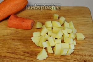 Порезать картофель.