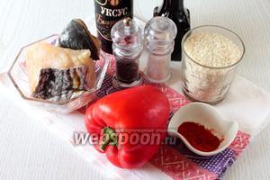 Для приготовления нам понадобятся филе сома, рис, перец сладкий, соль, перец чёрный молотый, паприка, масло растительное, бальзамический уксус, вода и соевый соус.