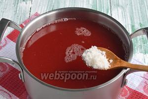 Соединить яблочный и малиновый сок. Добавить по вкусу сахар. Если яблоки сладкие, то сахар может и не понадобиться. Довести до кипения.