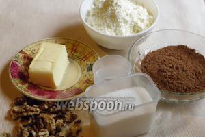 Чтобы приготовить домашние трюфели необходимы такие продукты: сахар, вода, молоко сухое, какао или кэроб, масло сливочное, грецкие орехи.
