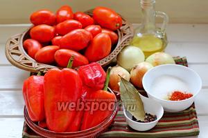 Для приготовления соуса нам понадобится: помидоры, перец сладкий красный, лук, пряности, сахар, соль, горчица сухая, масло растительное.