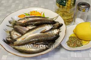 Для жарки взять рыбу, масло, соль, лимонный сок, муку, лук, пряности для жарки рыбы.