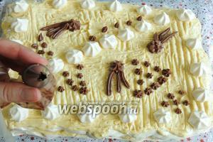 Шоколадный крем поместим в корнет или кулинарный мешок и украсим по желанию и вкусу. И кладём сверху на торт маленькие звёздочки или цветочки.