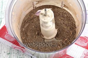 Измельчить до порошкообразного состояния. Можно грибы измельчить с помощью блендера или кофемолки.