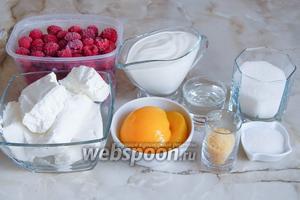 Переходим ко 2 этапу — начинке. В данном случае нам понадобятся такие ингредиенты: творог, сметана, персики консервированные, малина (лучше свежая, но у меня замороженная), желатин, вода, сахар, сахар ванильный.