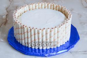 Трубочки на месте! Но если вы планируете транспортировать ваш торт, их всё-таки необходимо закрепить.