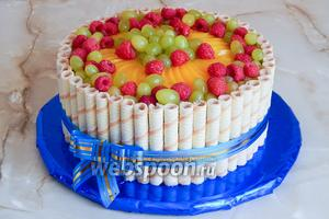 Вот и всё! Наш тортик готов. Даём желе схватиться (полчаса достаточно) и можно удивлять, радовать баловать своих близких и друзей.