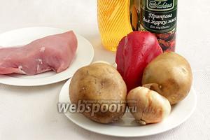 Для приготовления жаркого по-домашнему со сладким перцем возьмём свинину (у меня вырезка), картошку, лук, сладкий красный перец (предпочтительнее поярче), специи для жарки мяса, растительное масло или жир.