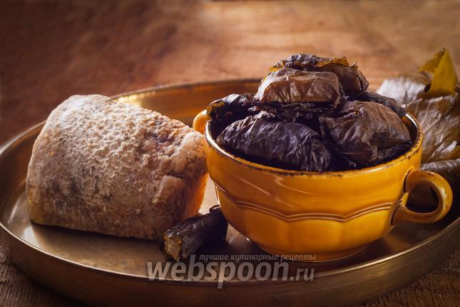 Фото Сыр запечённый в духовке с виноградными листьями