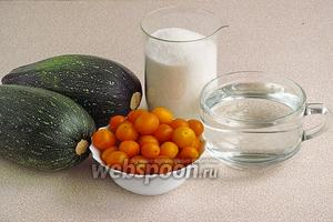 Для приготовления компота нужно взять цукини, жёлтую алычу, сахар и воду. В ингредиентах указан вес цукини, очищенного от кожицы и семян. Количество воды дано приблизительно и выясняется в процессе приготовления. Расчёт ингредиентов сделан на 1 банку ёмкостью 3 л.