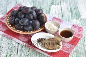 Для приготовления маринованных слив нам понадобятся сливы сорта венгерка, сахар, винный уксус, лавровый лист, гвоздика.